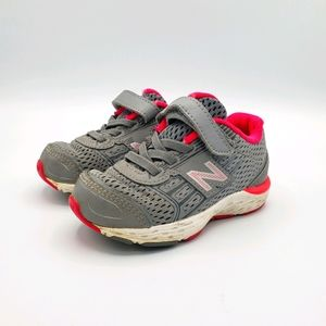 3/$20 New balance tech ride 680vs velcro sneakers